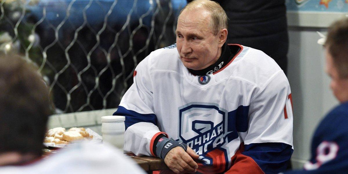 Putin se pone los patines de hockey y envía mensaje navideño a Trump