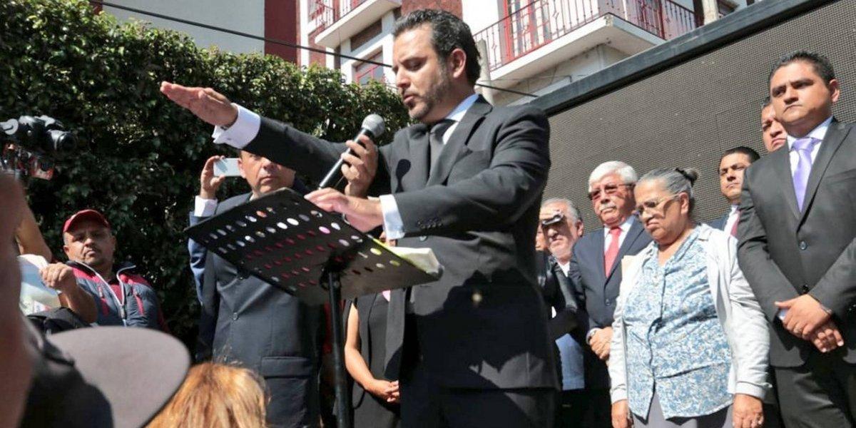 En la calle, Antonio Villalobos rindió protesta como alcalde de Cuernavaca