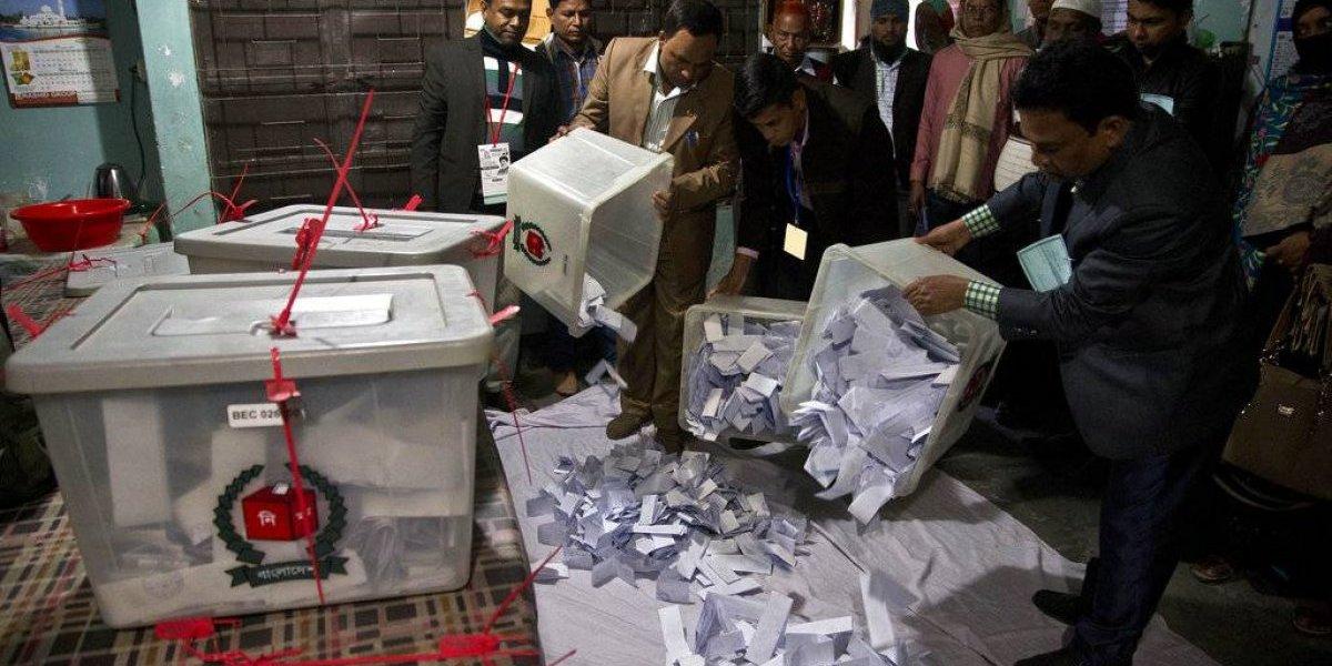 Al menos 17 fallecidos y denuncias de fraude — Elecciones en Bangladesh