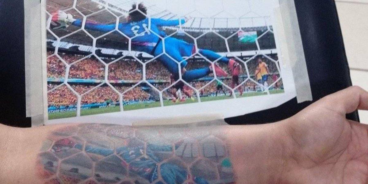 Aficionado sorprende tras tatuarse una emblemática atajada de Ochoa