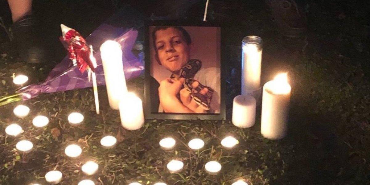 Tiene 11 años, mató a un amigo de un disparo accidental y luego puso junto a su hermano un cuchillo al lado del cuerpo para simular que los había atacado