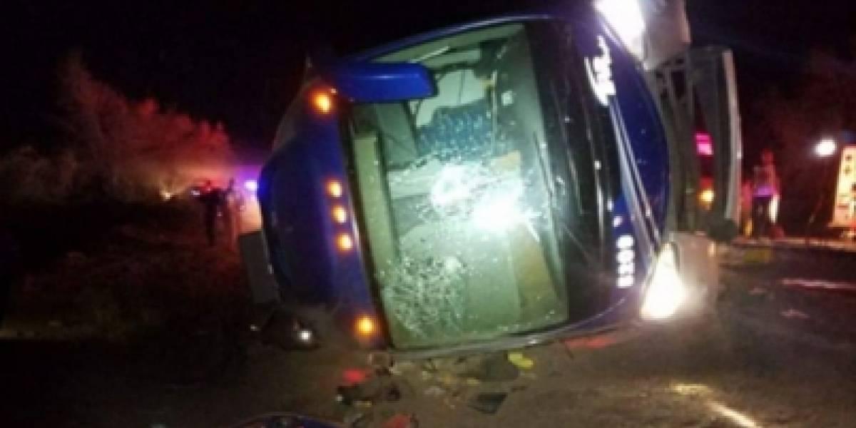 Accidente de autobús en León deja al menos nueve muertos