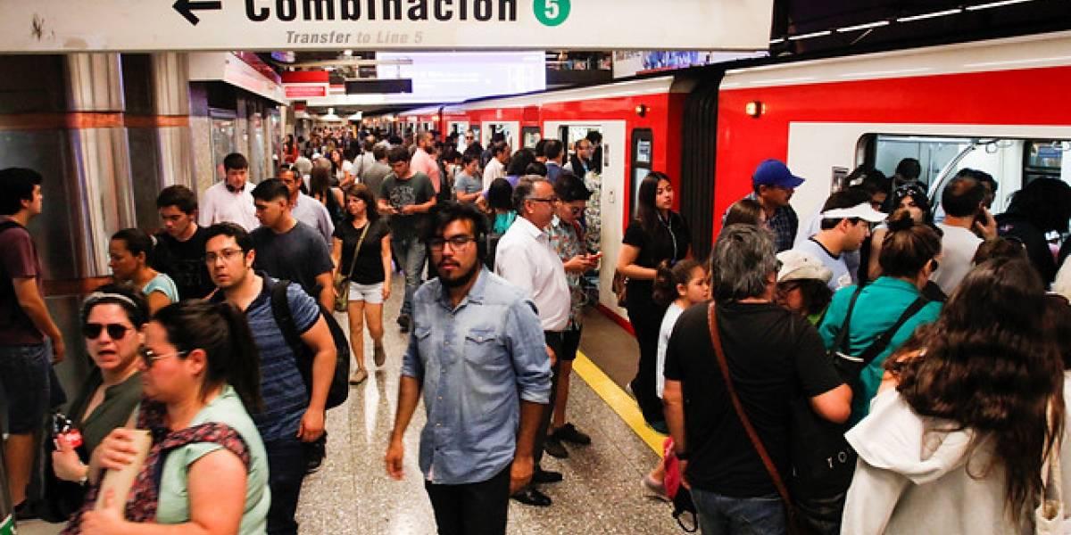 Lo que todos quieren saber para el Año Nuevo en Santiago: ¿Hasta qué hora va a funcionar el Metro y el Metrotrén?