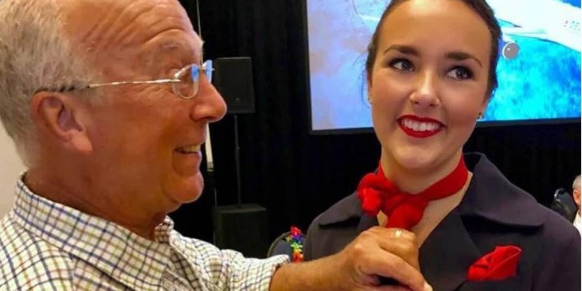 Un padre compró 6 boletos de avión para acompañar a su hija azafata en Navidad