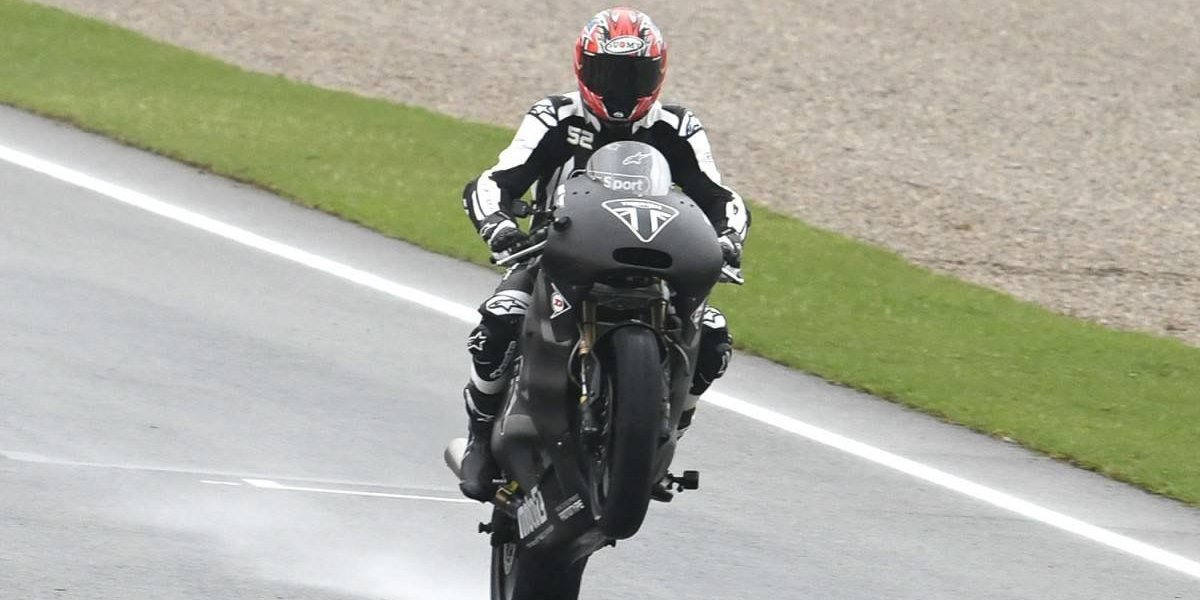 Triumph debuta en el mundial de motos por todo lo alto
