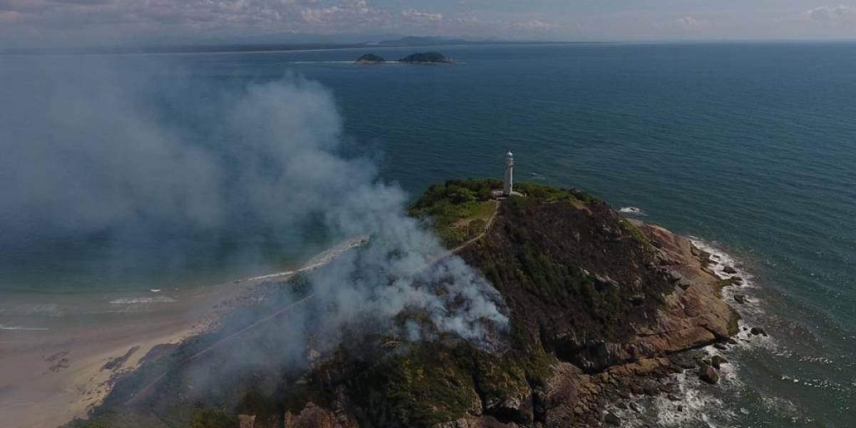 VÍDEO: Ilha do Mel, no PR, é atingida por incêndio