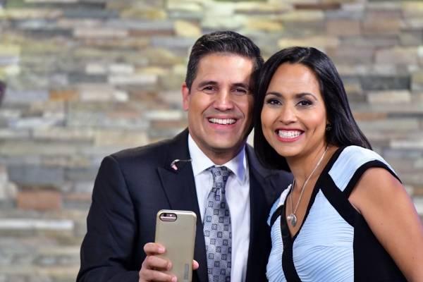 Los periodistas Normando Valentín y Keylla Hernández / Foto: Dennis Jones