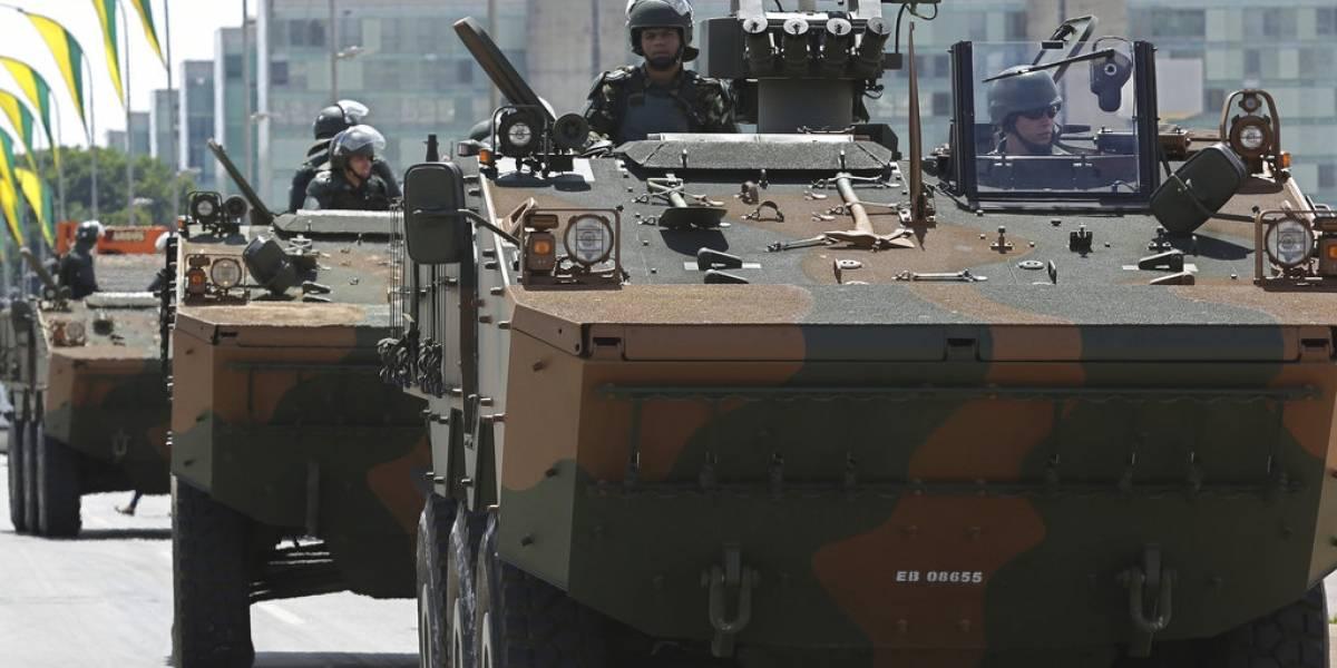 Medidas de seguridad extremas en Brasil: Cazabombarderos y militares protegerán a Bolsonaro hoy en su toma de posesión