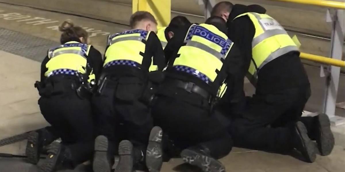 Manchester: Investigan como terrorismo apuñalamiento a tres personas