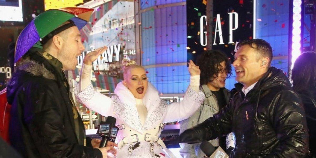 Christina Aguilera, objeto de memes por su vestido para despedir el año