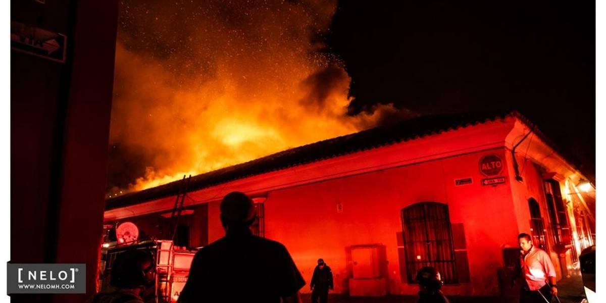 Incendio en Antigua, que pudo originarse por un globo chino, impactó en redes