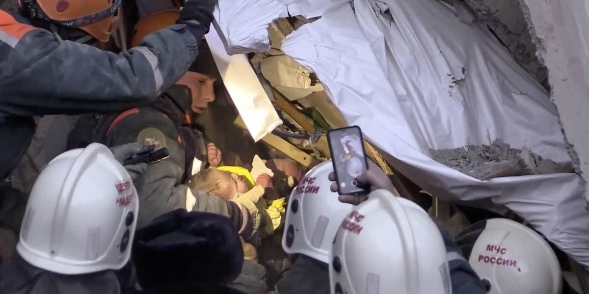 Sube a 33 saldo de muertos por derrumbe de edificio en Rusia
