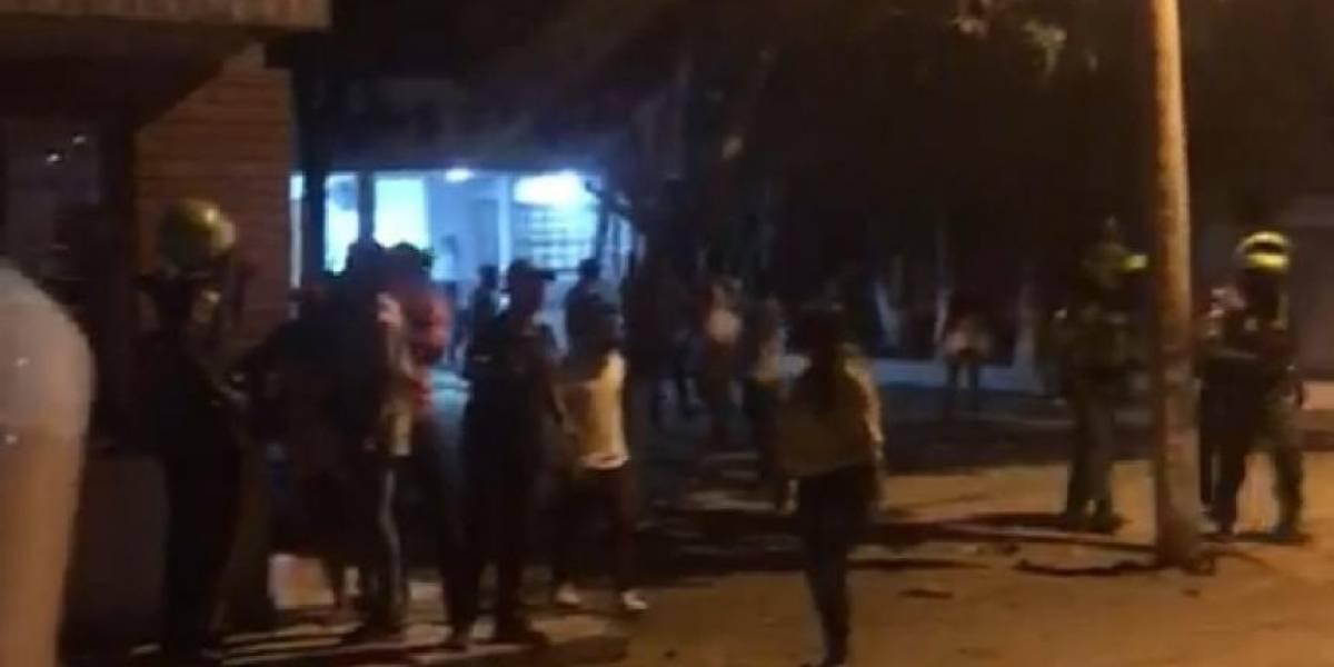 Por detener una pelea de borrachos, turba ataca estación de Policía en el Magdalena