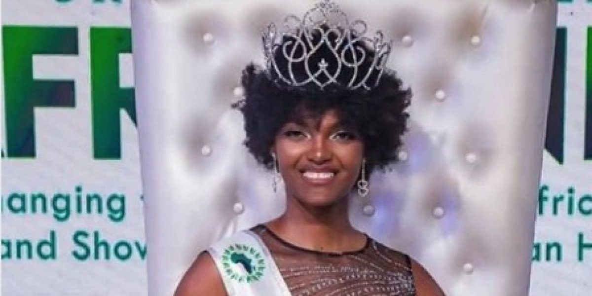 El cabello de Miss África se encendió durante su coronación en Nigeria