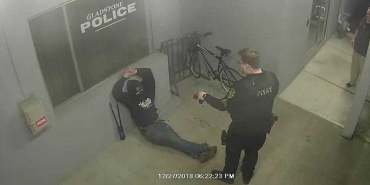 """""""Nos hizo reír un poco"""": intentó robar una bicicleta que estaba a la salida de una estación de policía"""