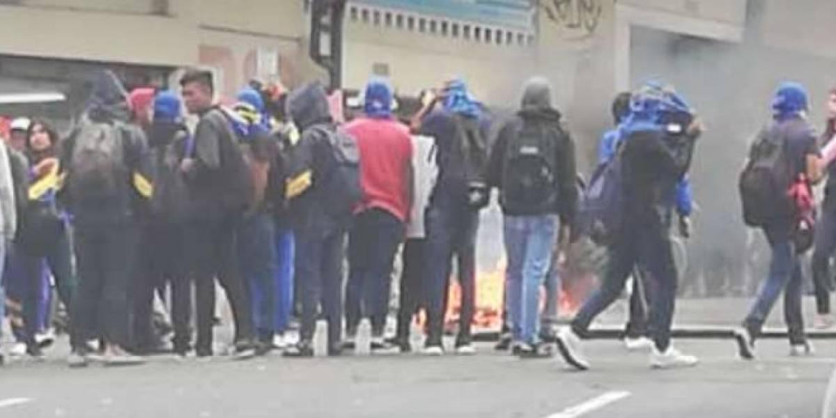 Estudiantes del colegio Mejía realizaron manifestaciones por alza de la gasolina