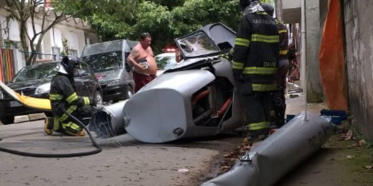 Helicóptero cai em rua de Ubatuba e mata pedestre