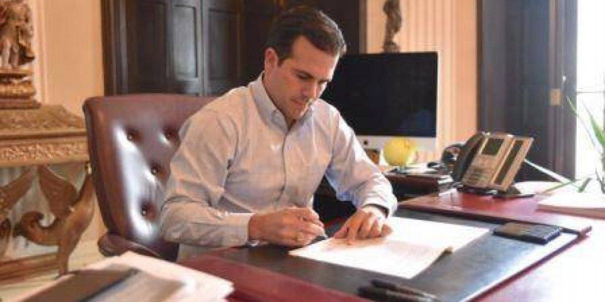 A oscuras y antes de renunciar Rosselló firmó 66 leyes