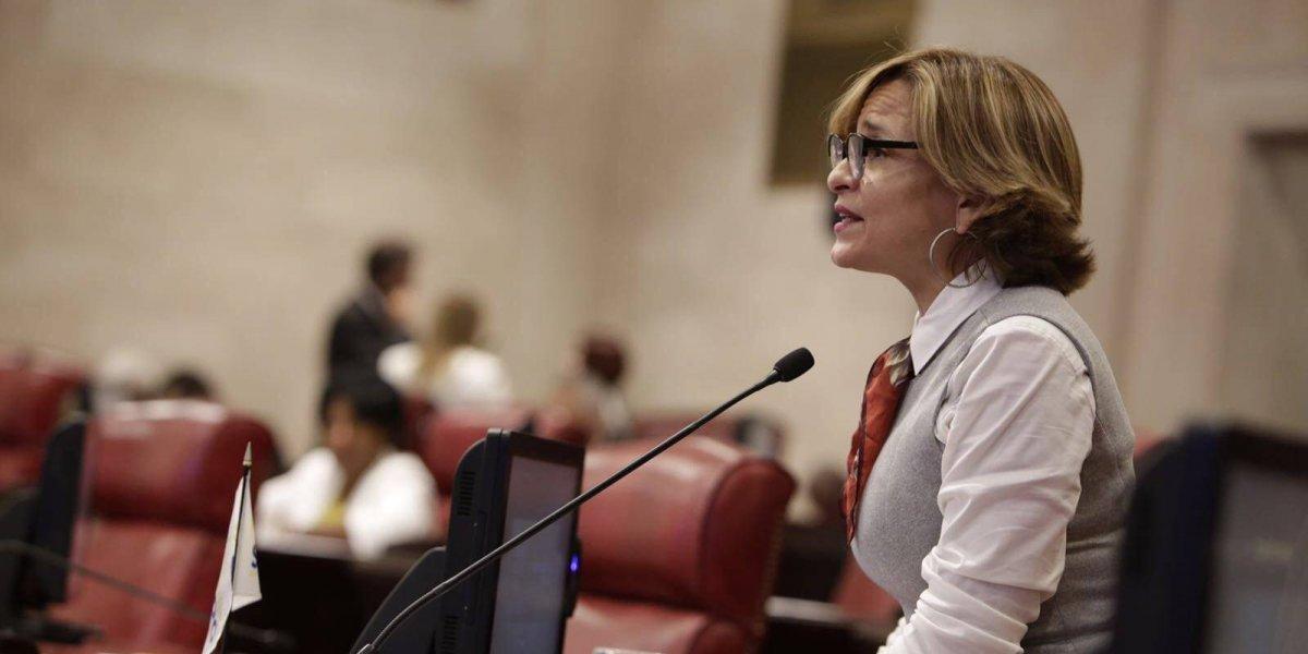 Zoé Laboy propone toque de queda para menores de 16 años