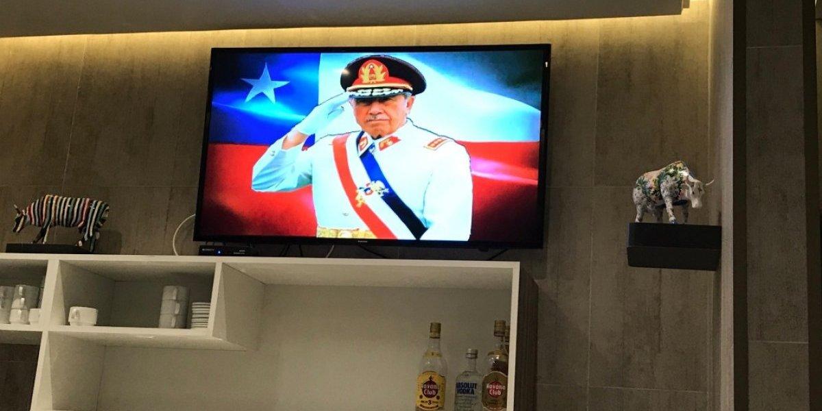Usuarios no lo dejaron pasar: denuncian en redes que aeropuerto de Punta Arenas transmitió discurso de Pinochet