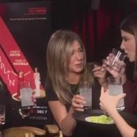 El beso entre Sandra Bullock y Jennifer Aniston