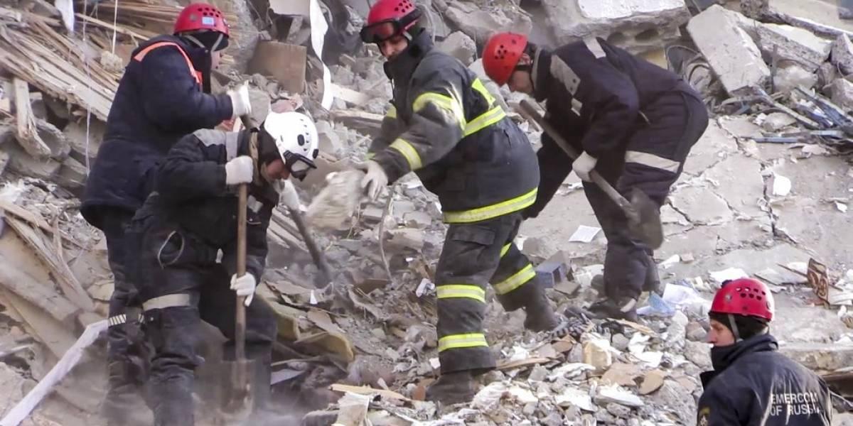 Mueren 39 personas por derrumbe de edificio en Rusia