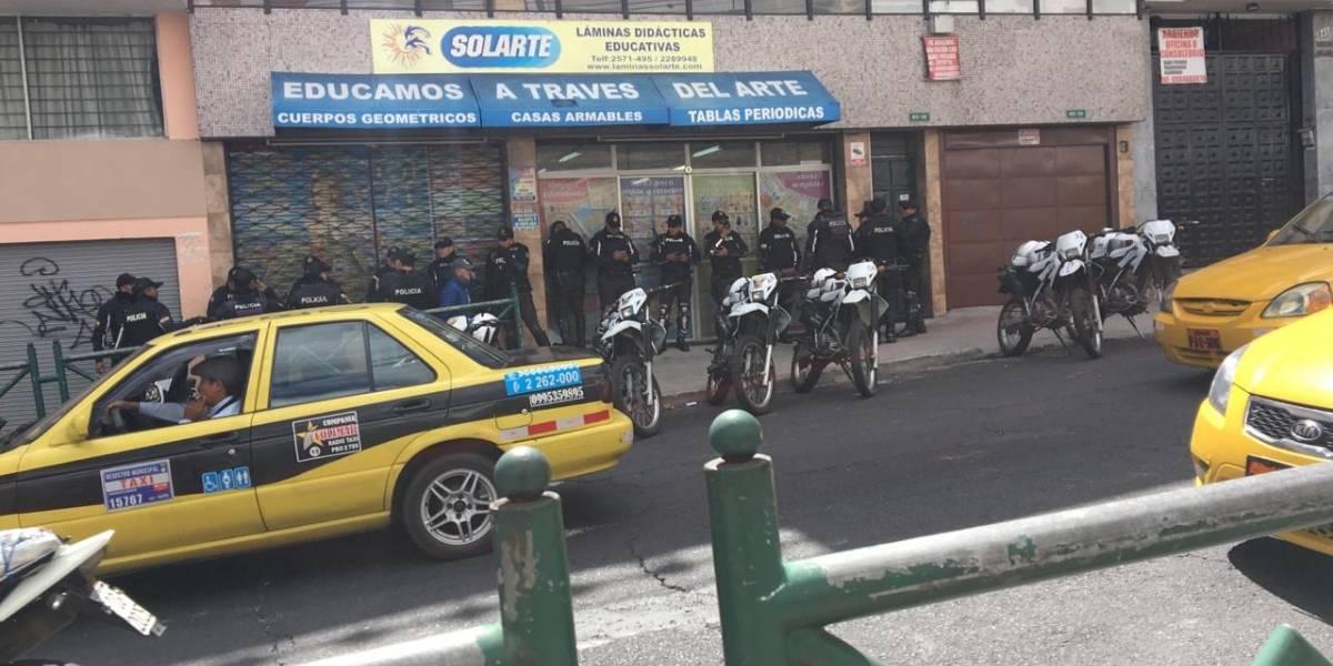 Quito: Más de 100 policías se ubican en los alrededores del colegio Mejía