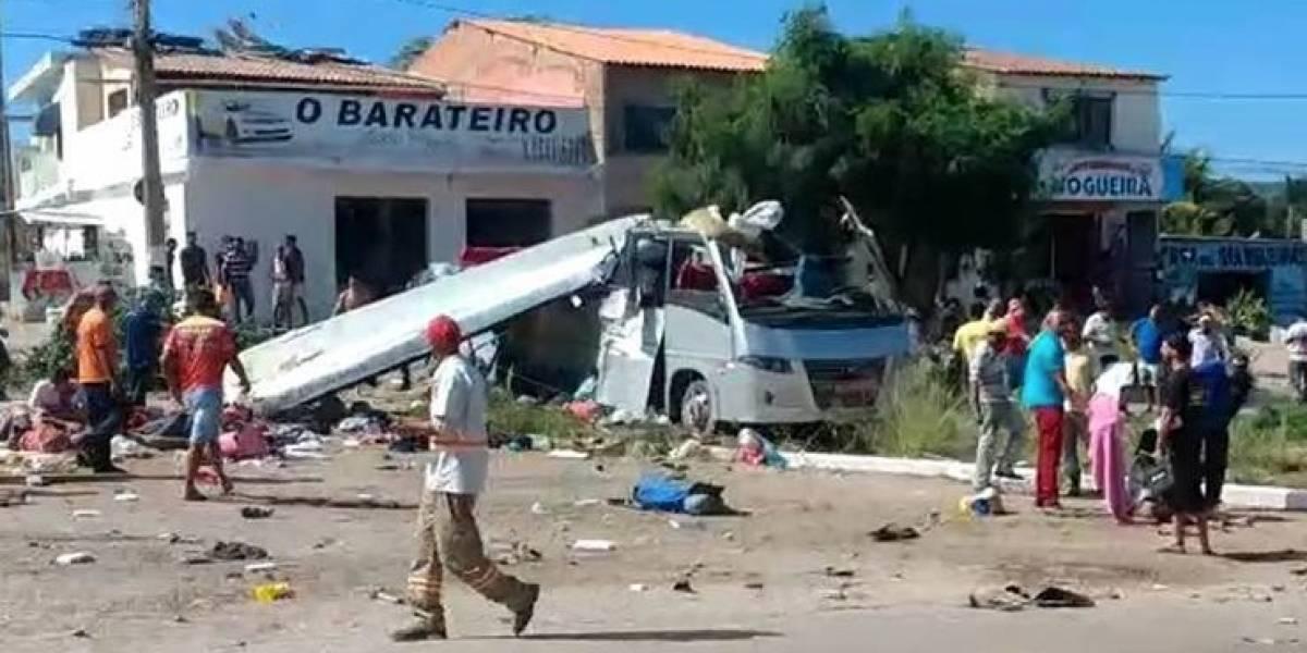 Acidente entre micro-ônibus e carreta deixa 6 mortos e 26 feridos na Chapada Diamantina