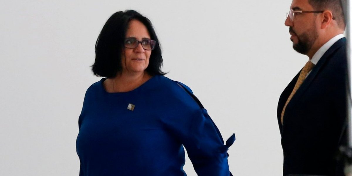Las niñas deben vestir de rosa y los niños de azul, asegura ministra de la Mujer y Familia de Brasil