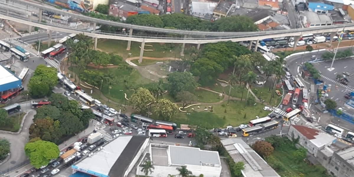 Colisão entre ônibus deixa cinco feridos em São Mateus