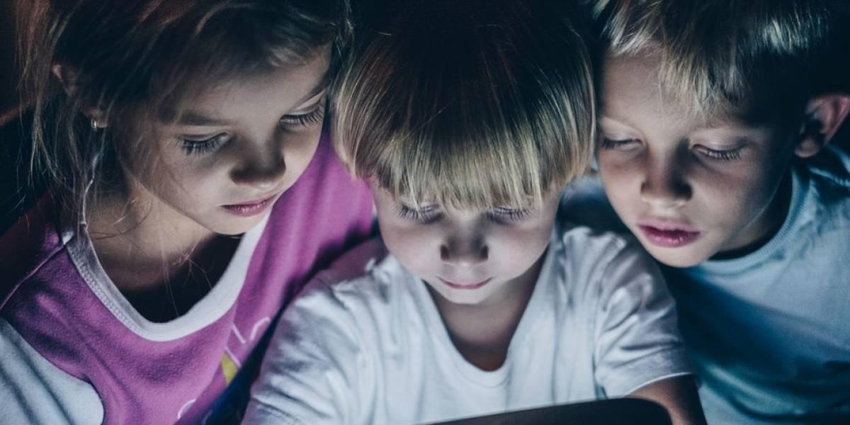 Pais devem se preocupar menos com uso de eletrônicos pelos filhos, dizem pediatras britânico