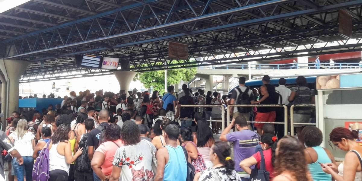 Incêndio fecha 15 estações de BRT na zona oeste do Rio