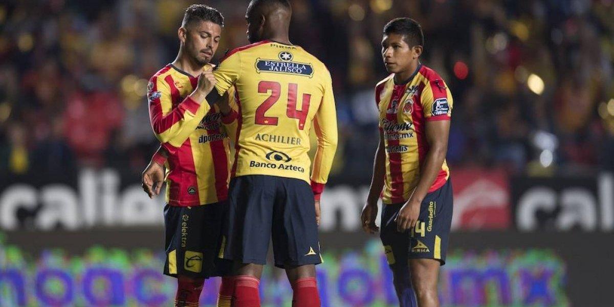 Monarcas rinde homenaje a Carlos Morales por su retiro del futbol