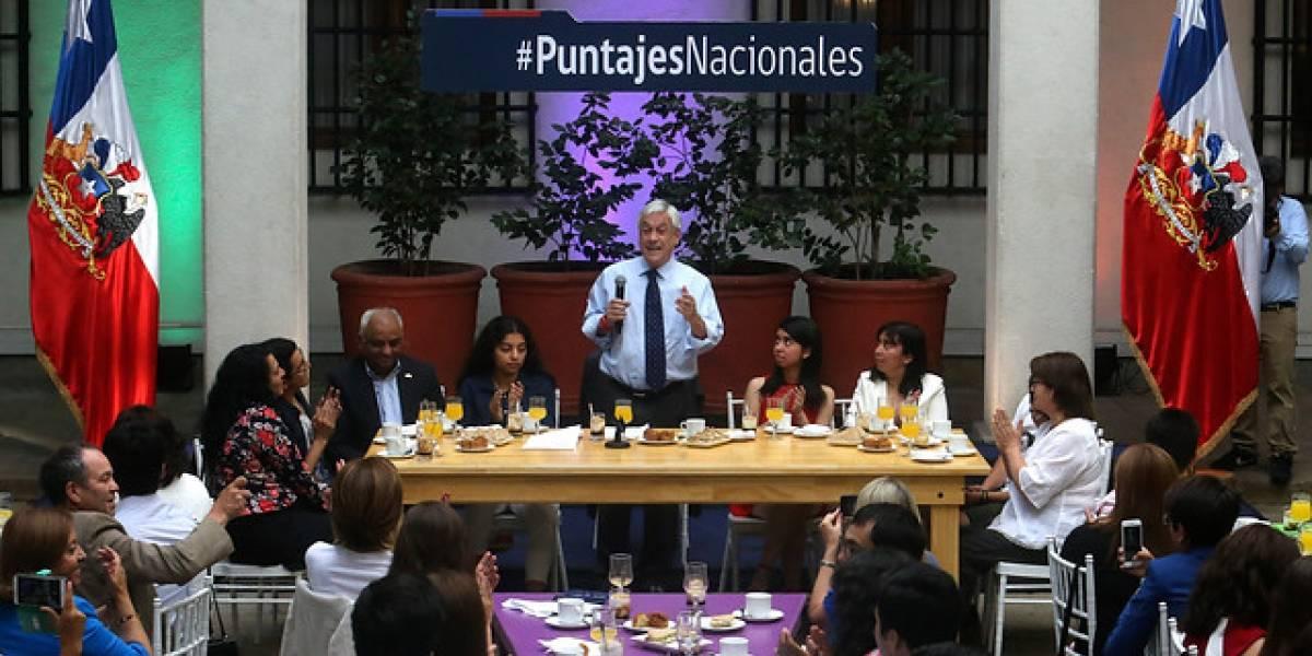 Épico fail en desayuno con puntajes nacionales: Piñera citó un poema pero le cambió el nombre y el autor