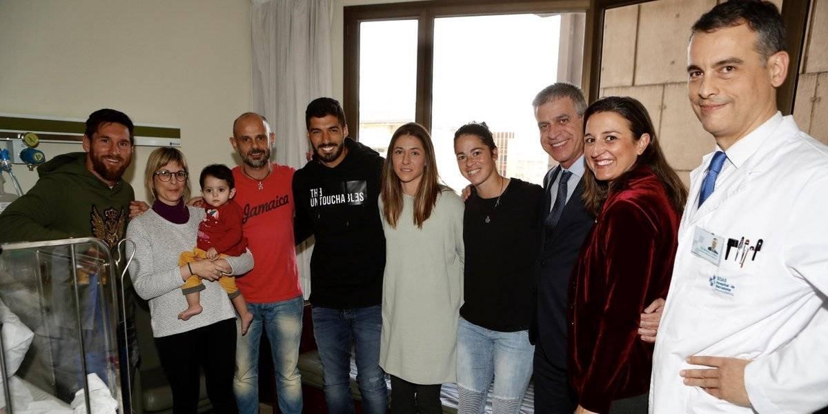 VIDEO: Messi y Suárez visitaron hospitales pediátricos en Barcelona previo al Día de Reyes