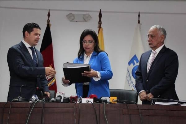 Gobierno entrega informe de proyectos del gobierno de Rafael Correa con supuesto sobreprecio