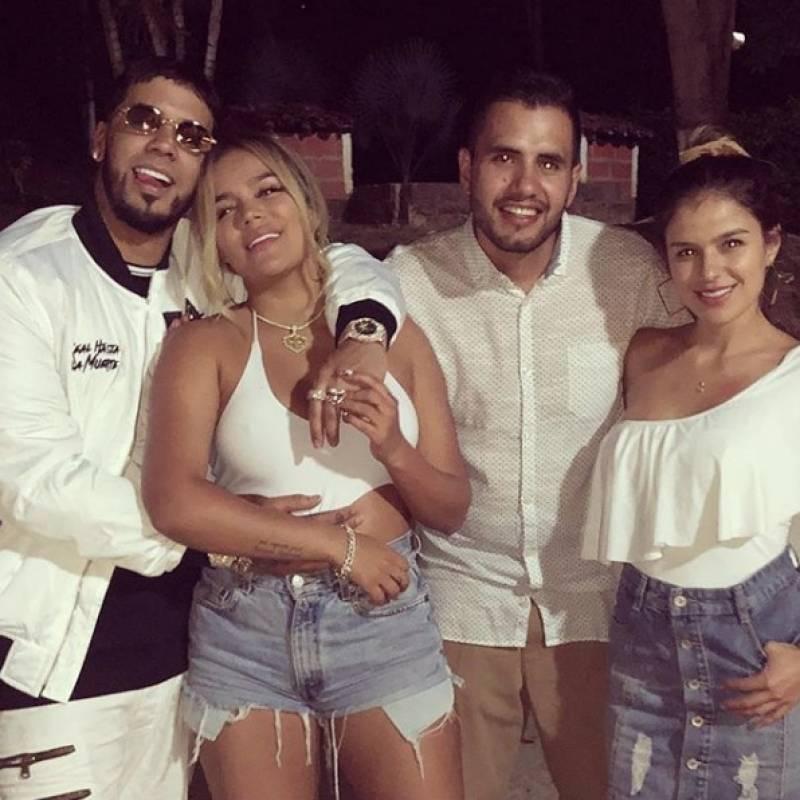Jessica Giraldo, hermana menor de Karol G junto a su esposa y Karol con Anuel AA Instagram