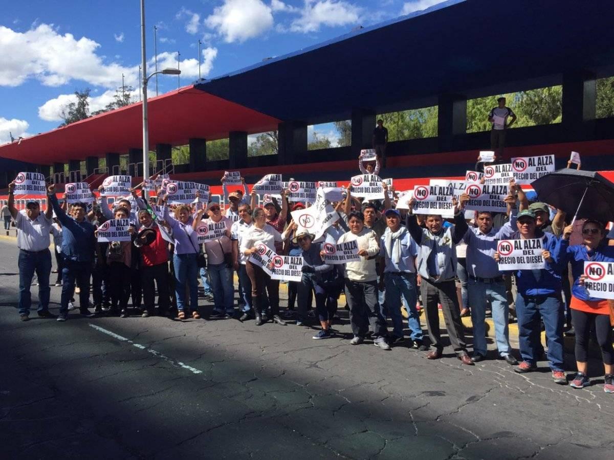 Quito: Transportistas escolares se movilizan por alza de precio de los combustibles Metro Ecuador