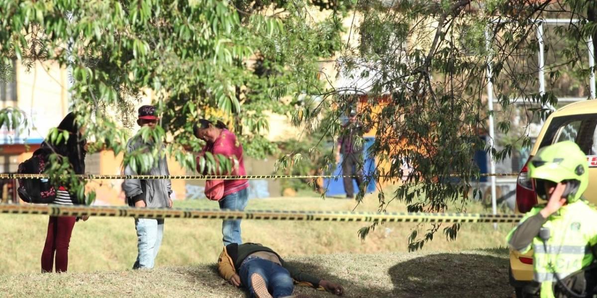 Taxista lanzó ácido a su pareja, huyó del lugar y murió al chocar con un árbol