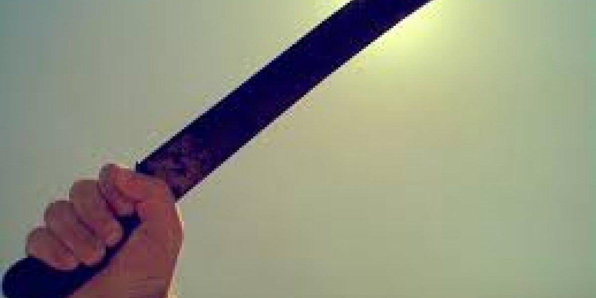 Atacan a hombre a machetazos en Hatillo