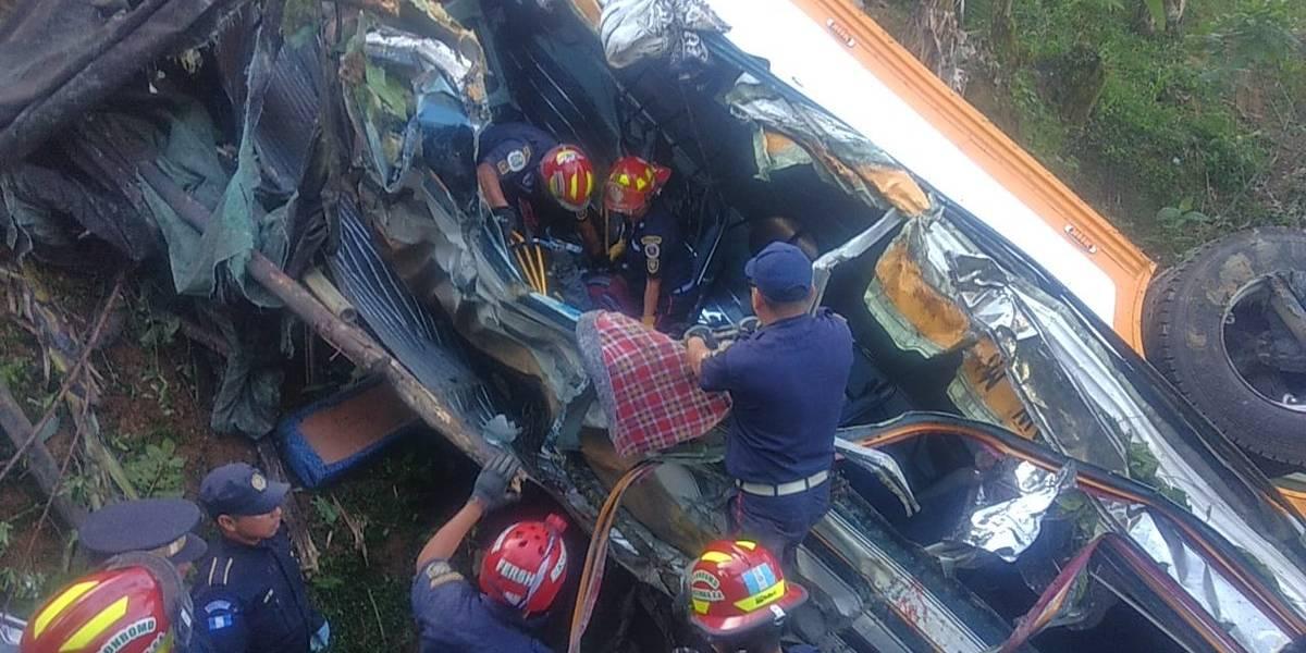 Autobús que trasladaba a grupo religioso se accidenta; mueren ocho personas