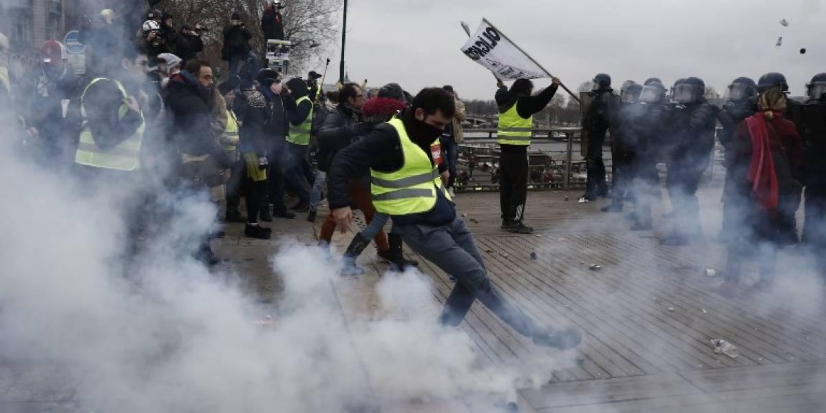 """Marcha pacífica de """"chalecos amarillos"""" vuelve a empañarse por violencia en París"""