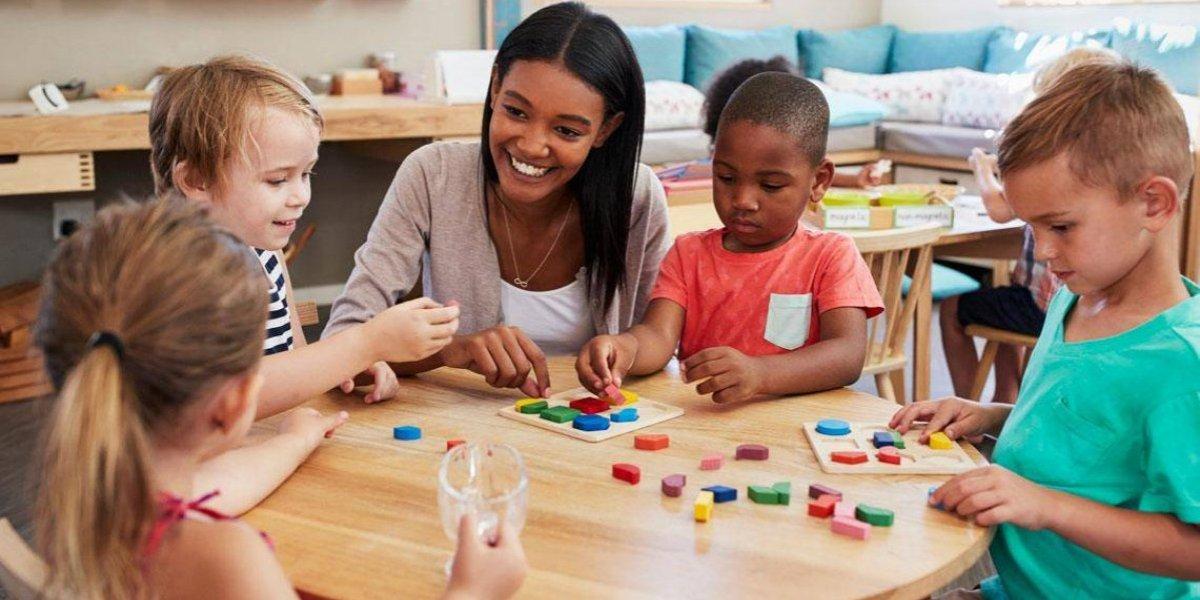 Exhortan a los padres regalar a sus hijos juguetes educativos