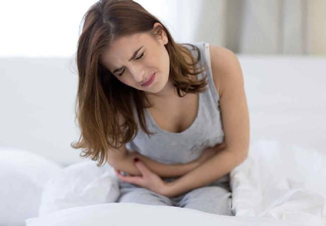 mujer ovarios vientre