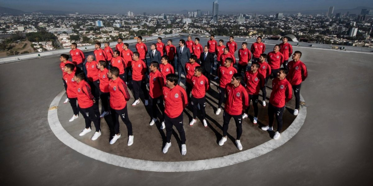 Chivas se toma original fotografía del Clausura 2019