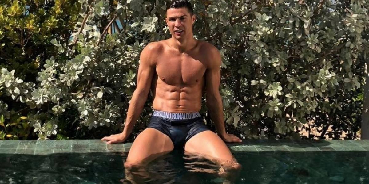 Cristiano Ronaldo presume su cuerpo en redes sociales