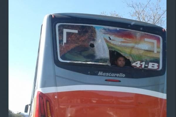 Bus del Club Deportivo Águila dañado en El Trébol