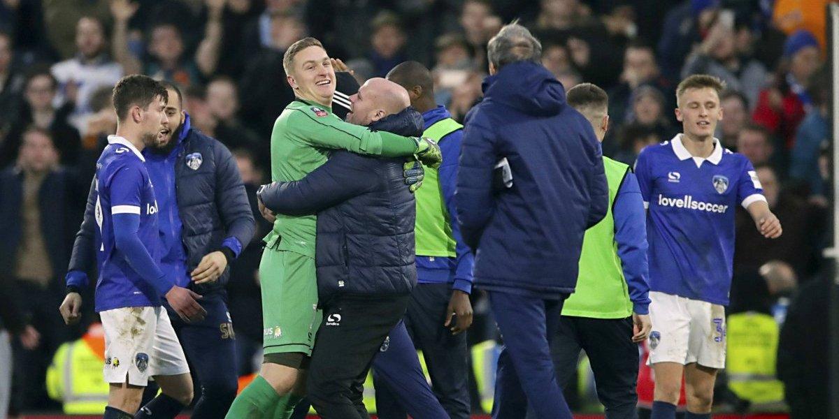 Equipos de la cuarta y quinta división sorprenden en Copa FA de fútbol inglés