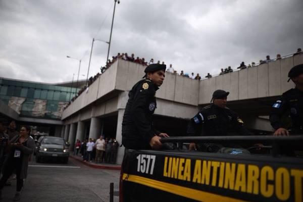 capturan a funcionarios de Migración
