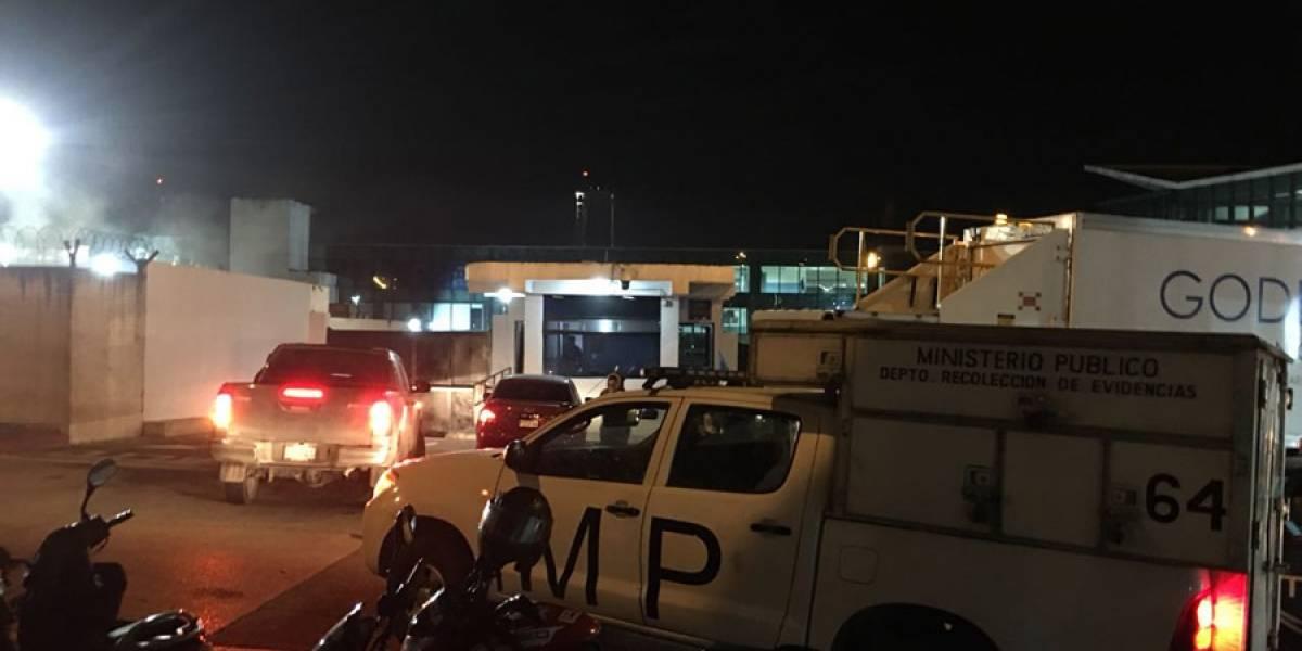 """""""Lo van a expulsar"""", indicó uno de los diputados presentes en el aeropuerto"""